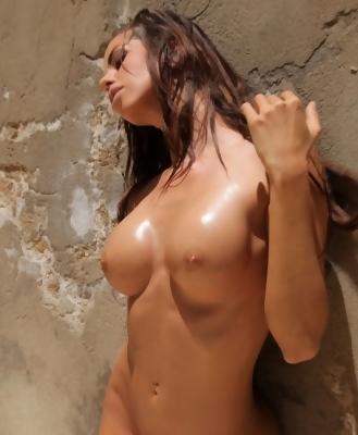 Nude Body Laura