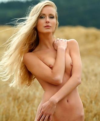 Lenka Goes Nude In The Outdoor